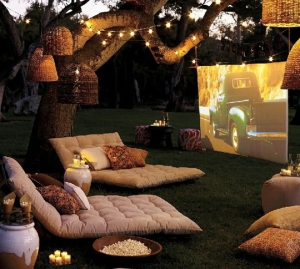 Outdoor-Movie-Projector-Screen